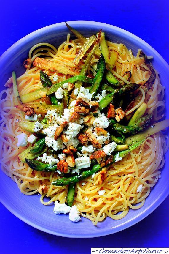 Espaguetis con esparragos, queso de cabra y nueces4