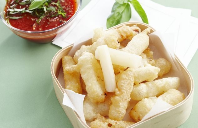 Schorseneren in tempura en pikante citroen-basilicumsaus