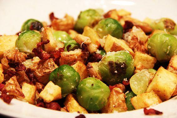 Een heerlijk gerecht in 15 minuten op tafel? Probeer dit recept voor gestoofde spruitjes met gehakt en krieltjes eens!