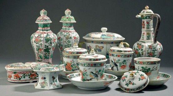 Boîte à condiments couverte en porcelaine de la famille verte. Chine, dynastie Qing, époque Kangxi (1662-1722). Photo Daguerre & Brissonneau