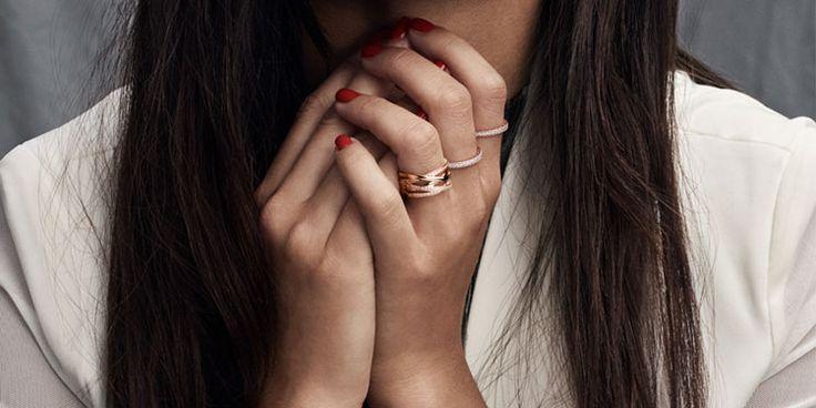 Visite o site da PANDORA e encante-se pelas coleções em Prata de Lei e Ouro. Charms, Braceletes, Anéis, Brincos, Colares e muito mais.