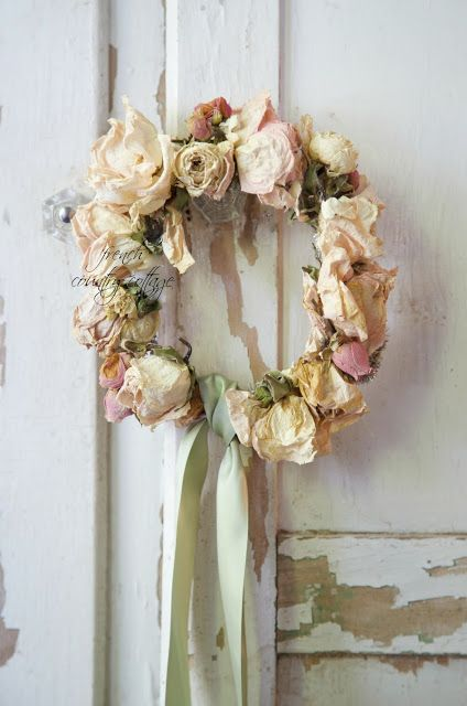 How to Make a Dried Flower Wreath - via French Country Cottage