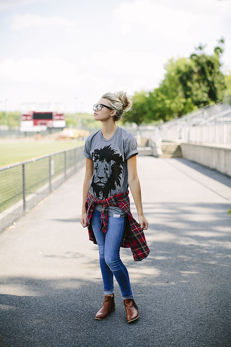 Back to school hipster outfit inspiration featuring jeans, flannel and a super soft lion t-shirt.