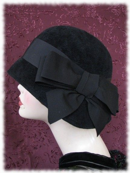 1920s hats are simply stylish and chic. This wouldn't be out of place on the street today.