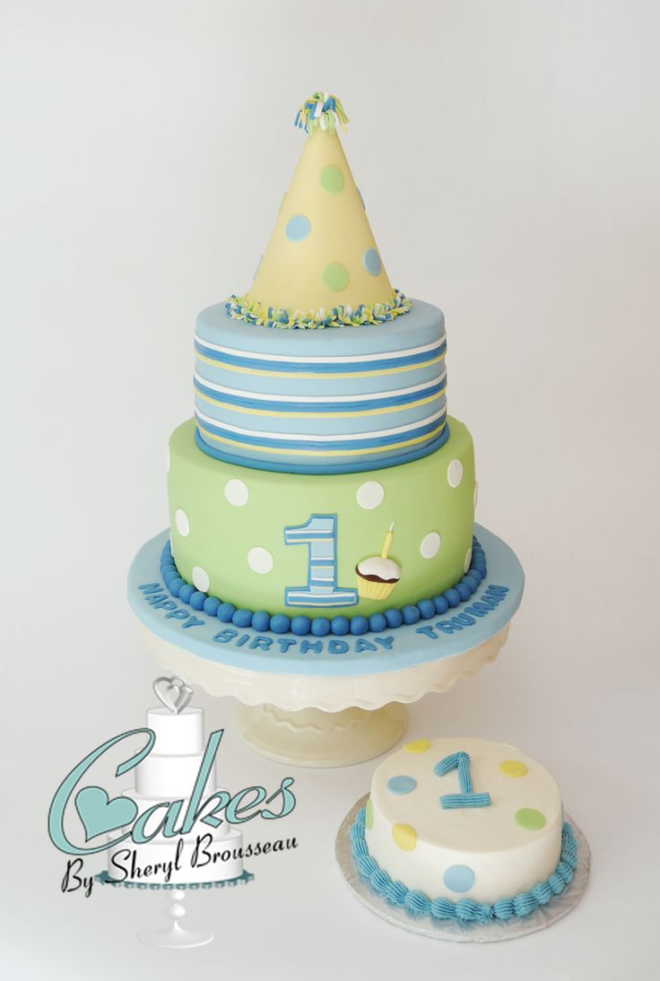 First Birthday Cake.  This is just adorable.  Blue, yellow, and green plus a smash cake