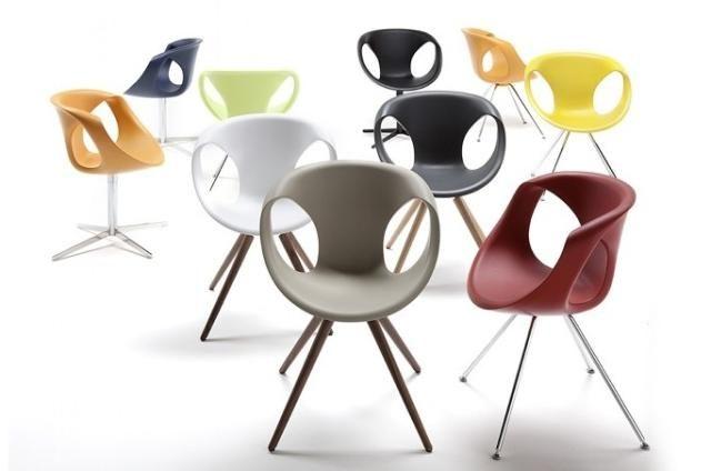 Látványos forma kemény habból.  Ez a kecses forma Martin Ballendat német származású ipari formatervező rajzasztalán született aki már számos remek bútordarabot tervezett az olasz Tonon számára.