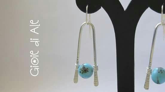 Orecchini in alluminio con perle in vetro #gioiediale #lemaddine #lemaddinecreano #bijouxhandmade  #handmadejewelry #bijoux #gioie_di_ale #orecchini #jewels #wire #earings #vetro #alluminio