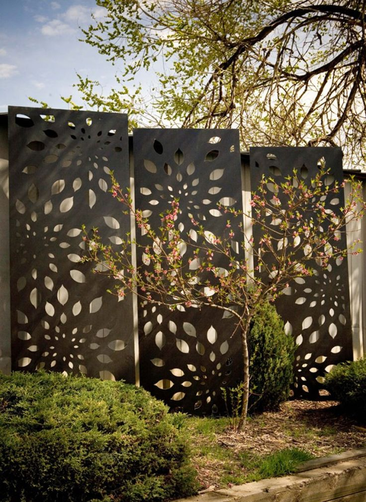 I LOVE these Metal Screens for Privacy as Well as Decorating the Garden!  7 Ideas How To Use Garden Sculptures for Decoration | Founterior