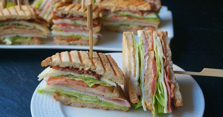 Club sándwich o sándwich club (Sándwich completo con jamón, queso y bacon)