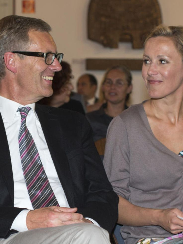 Die Zeit der Krisen ist für Christian Wulff vorbei: Der Ex-Präsident ist mit seiner Frau wieder glücklich vereint und auch sonst zufrieden.