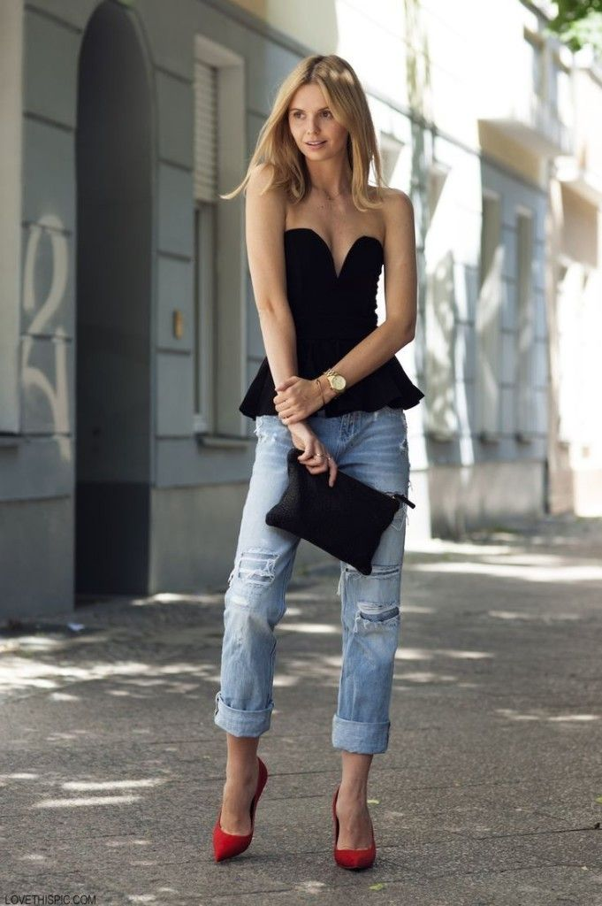 Black tube top with jeans, read high heels, pumps, and black clutch. Perfect summer outfit, party outfit. Buy it here: http://justbestylish.com/10-amazing-summer-tube-tops/2/