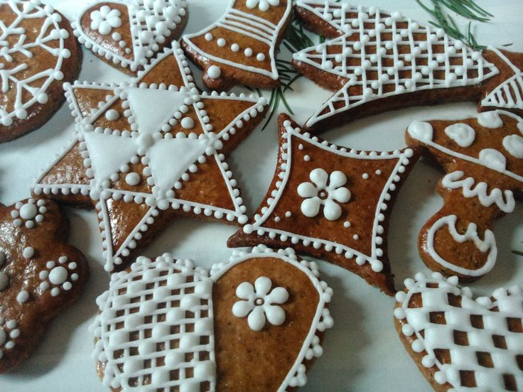 Choco Honiees - Christmas shapes of honey cookies with pieces of chocolate