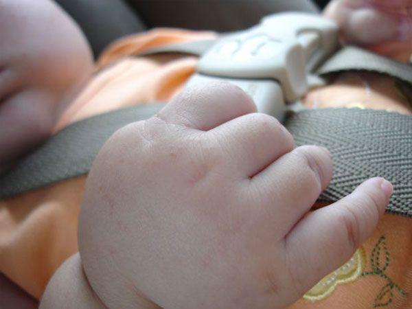 7 consejos para aliviar los cólicos del bebé 7 consejos para aliviar los cólicos del bebé. Ideas prácticas para aliviar los cólicos del lactante: masajes infantiles, movimiento de bicicleta, homeopatía y remedios caseros y mucho más.