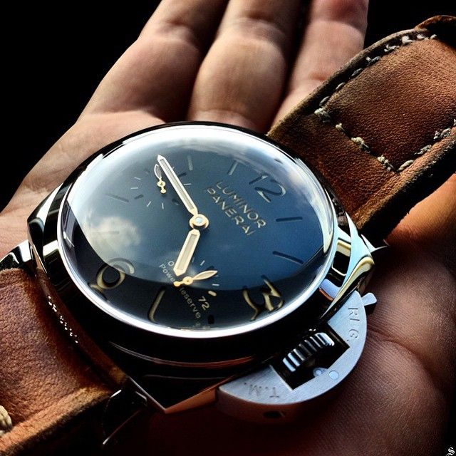 this stunning shot of the Panerai PAM423.