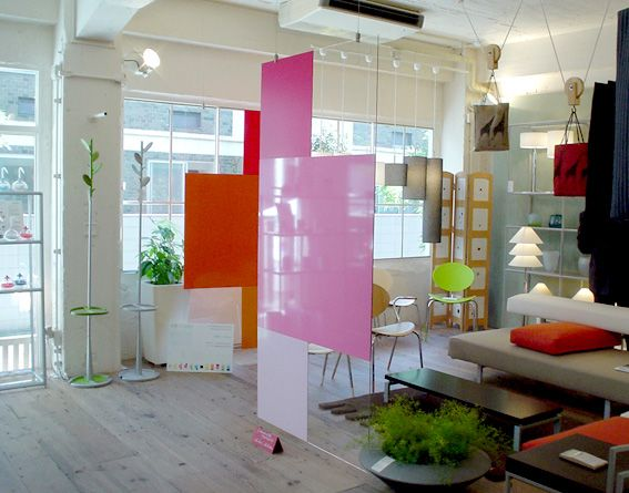 Plexiglass Walls About Tall, Ideally In A Big Circle Surrounding The Play  Space.