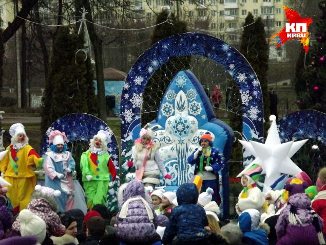 Деда Мороза в Твери встретили на зеленом газоне