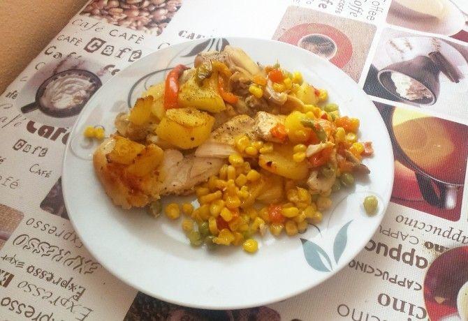 Ananászos-zöldséges rakott csirkemell recept képpel. Hozzávalók és az elkészítés részletes leírása. Az ananászos-zöldséges rakott csirkemell elkészítési ideje: 75 perc