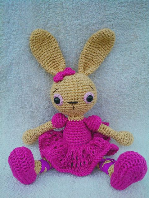 zsutta: Emma baba nyuszija Crochet bunny