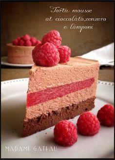 Torta mousse, cioccolato, lamponi e zenzero. Andrete sicuramente in delirio per questo dolce cosi ricco, cosi squisito, cosi delicato che si scioglie in bocca....