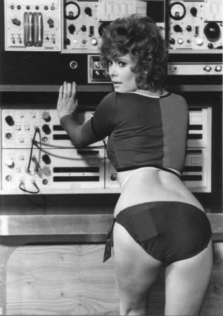 Jill St. John smuggles a computer tape thingie in Diamonds are Forever (1971).