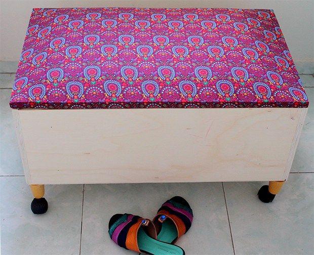 Se a grana estiver curta ou se você é super fã de DIY, que tal fazer a sua própria sapateira usando uma gaveta antiga? Confira passo a passo!