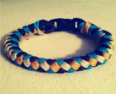 Picture of How to Tie a 4 Strand Paracord Braid with a Core and Buckle.