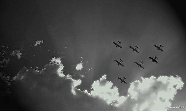 Flight  #Bildbearbeitung #Flugzeuge #monochrom #SW #Wolkenformation