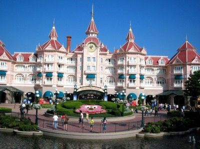 Alla scoperta dei segreti di Disneyland Paris con Pomponette! Il dietro le quinte non toglie la magia! http://pomponetteincucina.cucinare.meglio.it/quando-conosci-minnie-scoperta-disneyland/