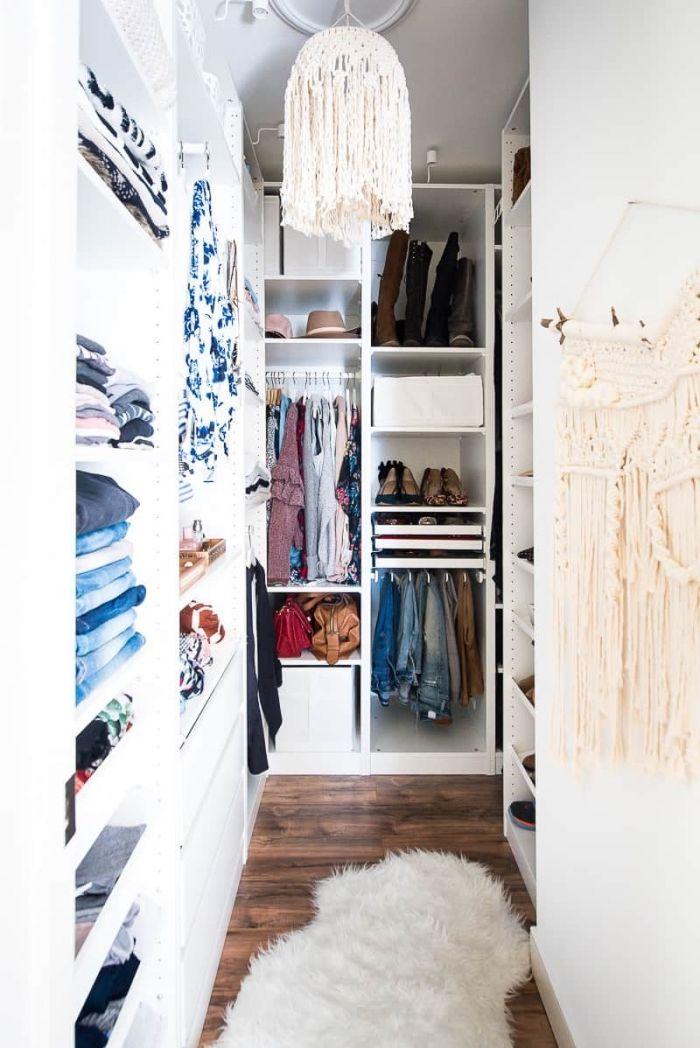 Dressing à porte pivotante par ikea pax. 1001 Rangements Malins Pour Trouver La Meilleure Idee Dressing Adaptee A Tout Espace Walk In Closet Ikea Ikea Pax Closet Closet Makeover