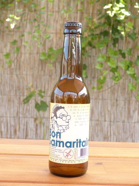 Bon Samaritain Blonde: een bier van hoge gisting, niet-gecentrifugeerd, ongefilterd, niet gepasteuriseerd en natuurlijk nagistend op de fles. Wat Le Bon Samaritain uniek maakt is dat het gecertificeerd glutenvrij bier is (< 2,5 ppm) gemaakt van gemoute gerst. Door een speciaal procedé waarbij de gluten worden verwijderd, ontstaat een bier dat zich zonder enige twijfel kan meten met glutenbevattende bieren. Daarom een perfect bier voor liefhebbers van bier, al dan niet met een…
