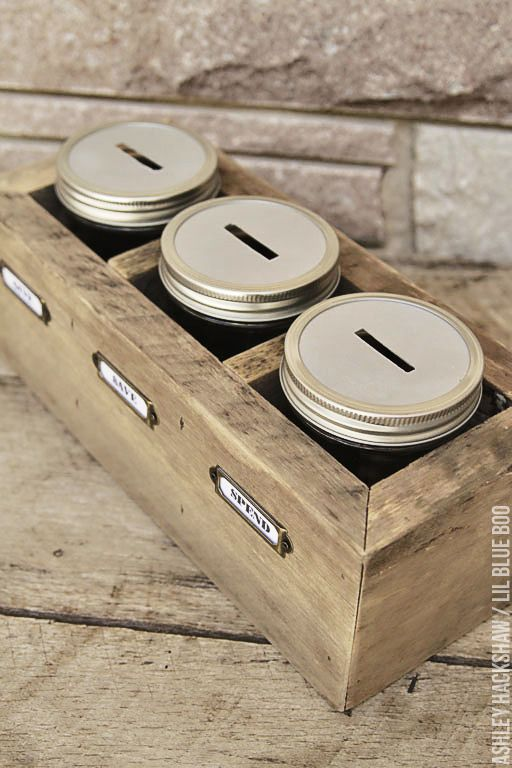 DIY Give Spend Save Jars - Teach kids about saving vs. spending using this reclaimed wood saving station. Another mason jar project idea.