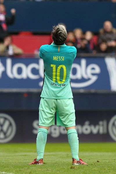 Barcelona's Argentinian forward Lionel Messi stands during the Spanish league football match CA Osasuna vs FC Barcelona at the Reyno de Navarra (El Sadar) stadium in Pamplona on December 10, 2016. / AFP / CESAR MANSO
