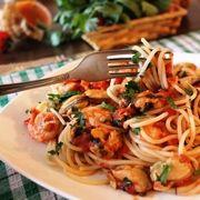 СПАГЕТТИ С КРЕВЕТКАМИ И МИДИЯМИ В АРОМАТНОМ СОУСЕ  Восхитительно вкусное, ароматное блюдо с дарами моря!  http://www.koolinar.ru/recipe/view/123447
