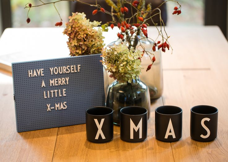 Have Yourself a Merry Little X-Mas - Inspirierende Sprüche für die Weihnachtszeit. Schmücke Deine Wohnung mit Light Box, Letter Board oder Message Board für die Adventszeit.