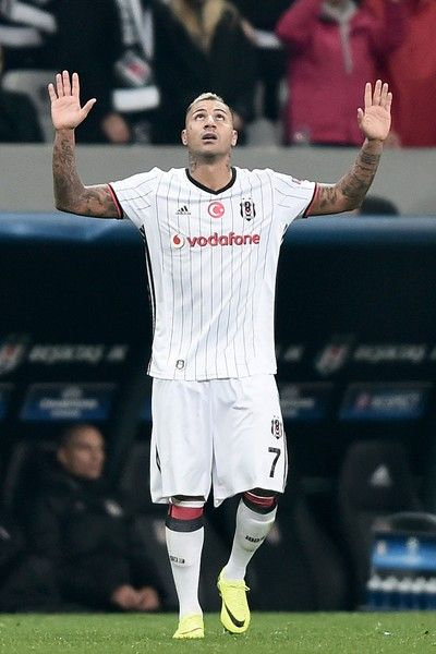 Besiktas' Portuguese midfielder Ricardo Quaresma reacts after scoring a goal against Napoli during the UEFA Champions League football match between Besiktas and Napoli at the Vodafone Arena Stadium on November 1, 2016 in Istanbul.   / AFP / OZAN KOSE