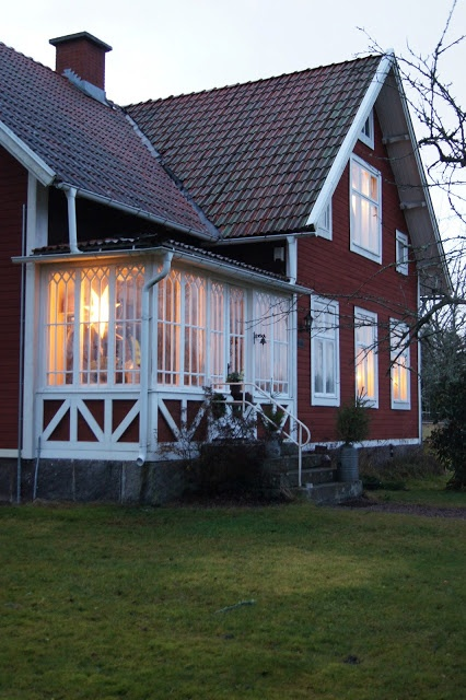 Traditional red and white Swedish house by Lantliv i Norregård