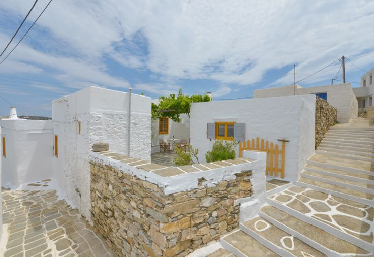 SIfnos Golden Sunshine! Traditional Home