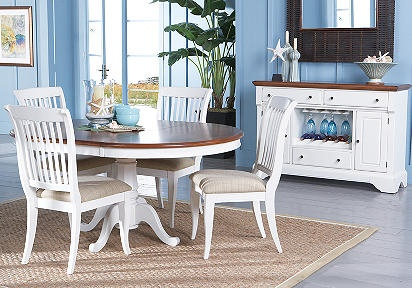 Round kitchen table: Dining Rooms, Houses Ideas, Rooms Tables, Pedestal Diningroom, Cindy Crawford, Seaside White, Beaches Kitchens, Beaches Houses, White Furniture