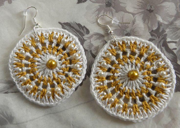 Szydełkowe biało-żółte kolczyki