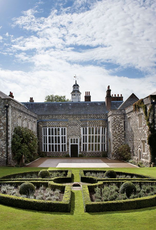 Hall Place and Gardens - Bexley in Kent (Greater London) sits on the banks of the River Cray, built around 1540 for wealthy merchant Sir John Champneys, Lord Mayor of the City of London in 1534