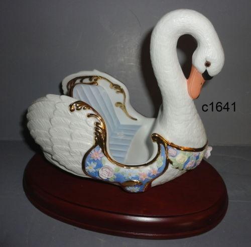 Lenox CAROUSEL HORSE SWAN CHARIOTCarousels Animal, Carousels Horses, Boxes, Carousels Statues, Swan Chariot, Carousel Horses, Lenox Carousels, Hors Swan, Horses Swan