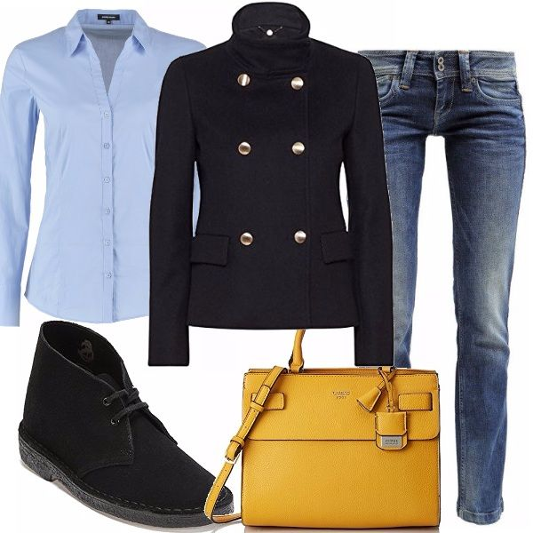 Un outfit semplice, adatto alle attività quotidiane: jeans e camicia celeste classica, cappottino nero doppio petto, polacchine nere e, per dare un tocco di colore e originalità, una bellissima borsa gialla Guess.