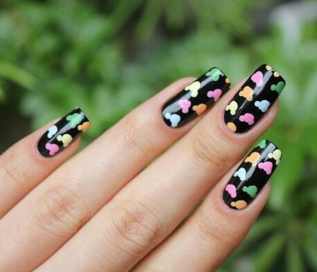 very cute Mickey nails. Could use large dotting tool with smaller dotting tool. easy!