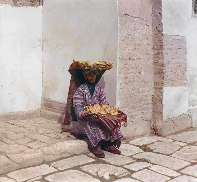 Photos by Sergey Prokudin-Gorsky. Flat breads vendor. Russia, Samarkand, 1911