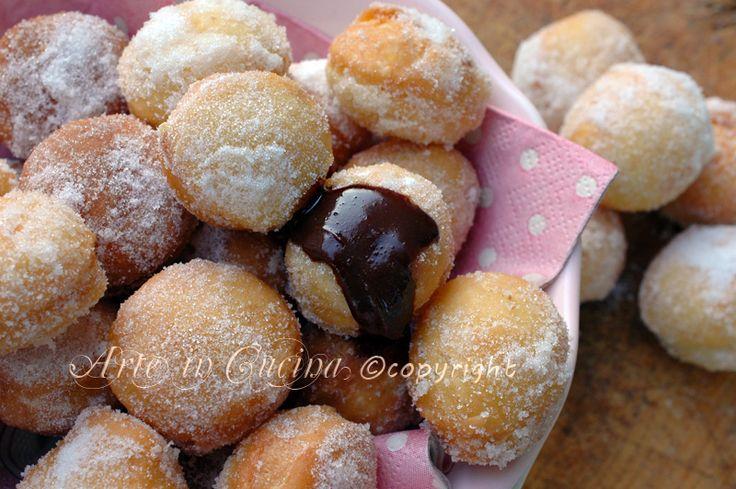 Bombette alla nutella, dolci facili e veloci, dolci per feste, buffet, ripieni o cosparsi di nutella, bomboloni fritti o al forno mignon, piccola pasticceria.