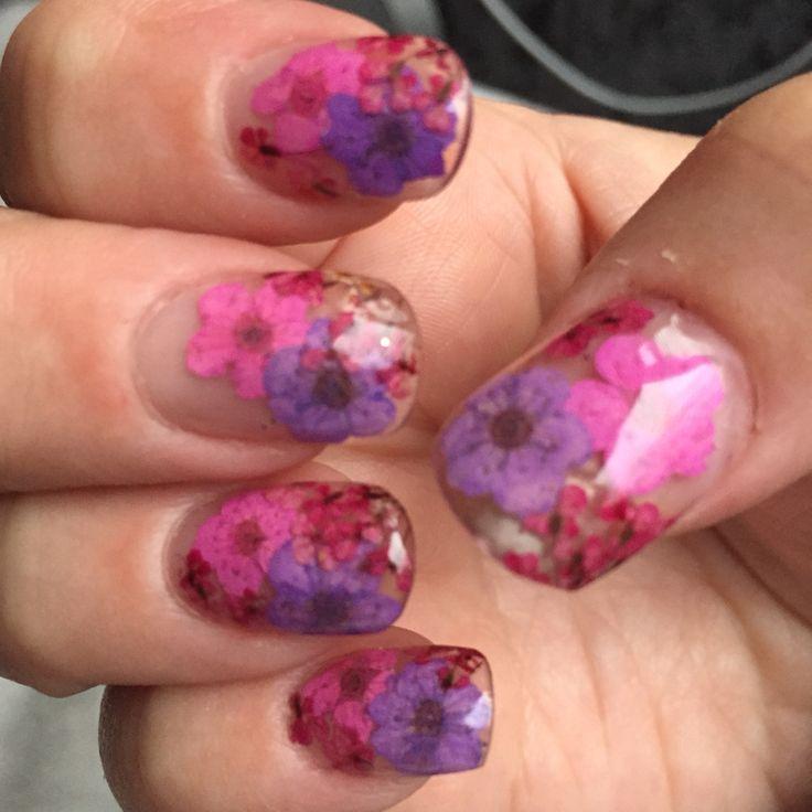 Dried flowers nail art