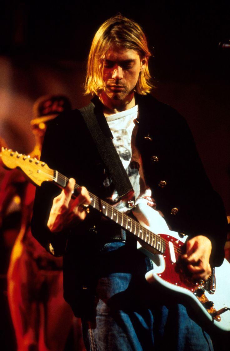 """Kurt Donald Cobain (Aberdeen, 20 februari 1967 – Seattle, rond 5 april 1994) was een Amerikaans singer-songwriter en musicus. Als de leadzanger en gitarist van de grungeband Nirvana werd Cobain begin jaren negentig gezien als """"de stem van Generatie X"""".[1] Hij pleegde in 1994 op 27-jarige leeftijd zelfmoord."""