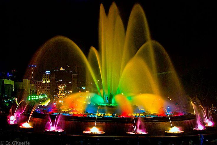 La fontaine magique de Montjuic à Barcelone. Une fontaine animée par dans un spectacle de sons et lumières.