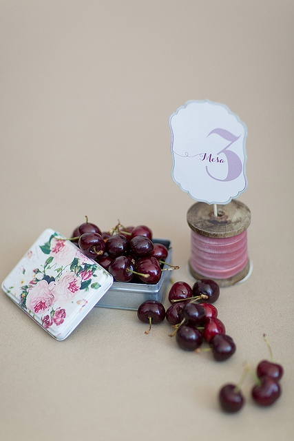 Cute idea for table numbers on the blog today.Cherries Red, Best Wedding Ideas, Berries Cherries, Mint Tins, Cherries Theme, Tables Numbers, De Betuwe, Pin Parties, Weddingideas