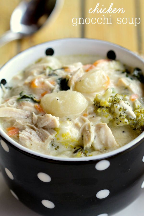 Hearty and Delicious Chicken Gnocchi Soup recipe - so many great ingredients and so yummy! { lilluna.com }